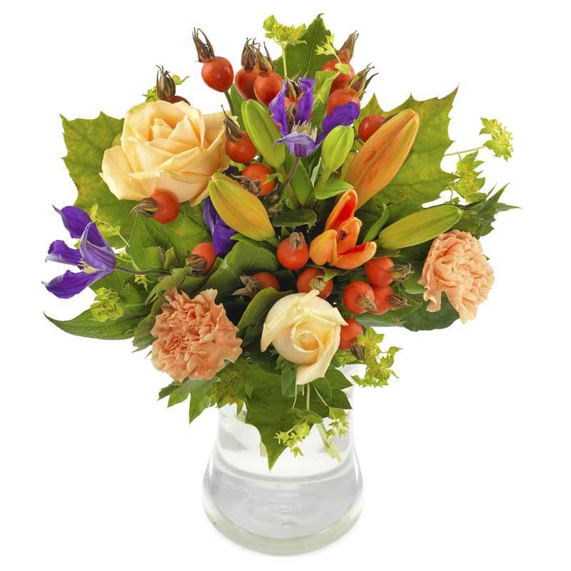 Bukett från Euroflorist, med blandade blommor i orange, gult, rött, lila och grönt. Skicka blommorna med ett blomsterbud från Euroflorist - beställ enkelt online.