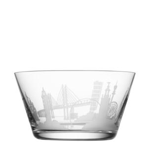 Glasskål med graverade motiv från de största svenska städerna. Finns hos Medgravyr.