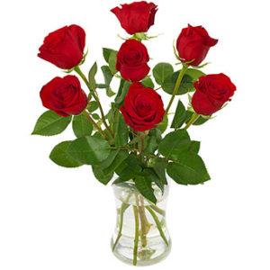 Euroflorist-bukett med sju röda rosor.