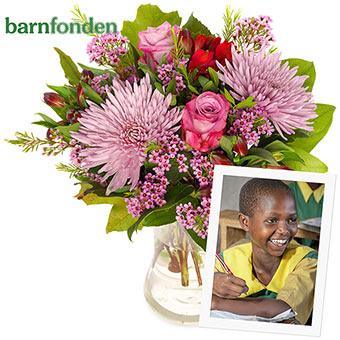 Bukett med blandade blommor i lila. 100 kr av ordervärdet går till Barnfondens hjälparbete för utsatta barn. Ett samarbete mellan Euroflorist och Barnfonden.