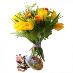 Påskbukett med godis i påskägg - skicka med bud via Florister i Sverige!